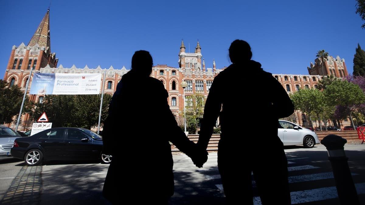Imagen de dos exalumnas que también denunciaron abusos en el Sant Ignasi de Sarrià tras publicarse el caso de los hermanos de la Mata.