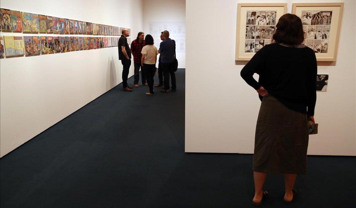 Viñetas de 'El Víbora' en una de las salas de exposiciones del MNAC, la semana pasada.