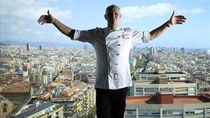 Hervé Courtot, responsable del Nobu barcelonés, ante una panorámica de la ciudad.