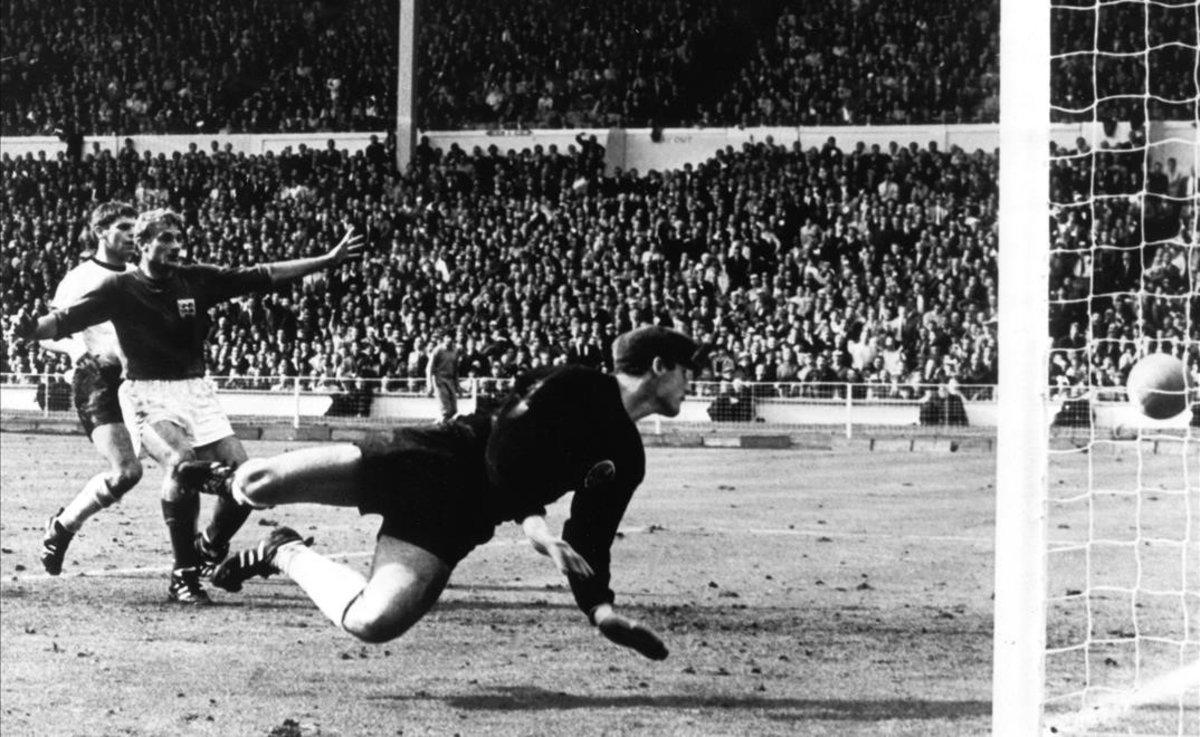Hans Tilkowski, durante la final de 1966.