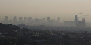 Visión de Barcelona un día de alta contaminación.