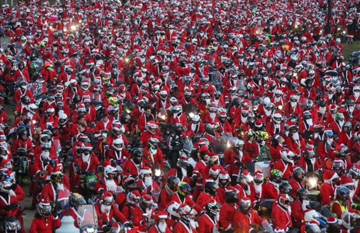 Unos dos mil moteros disfrazados de Papá Noel 33890f9014b