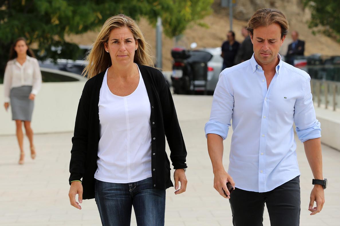 Arantxa Sánchez Vicario yh su marido Josep Santacana, en agosto del 2013.