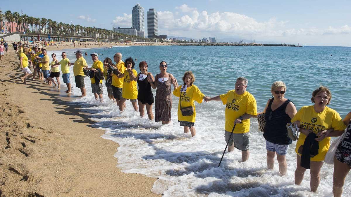 Manifestación conta el turismo celebrada este sábadoen la Barceloneta