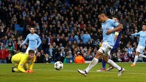 Gabriel Jesús marca el provisional 1-0 para el City.