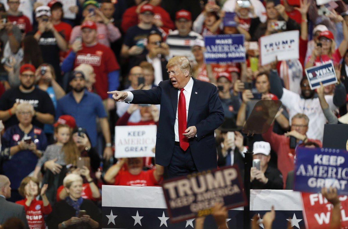 CLEVELANDOHEEUU-El presidente de los Estados Unidos Donald JTrump habla ante seguidores durante un acto de campana.Los estadounidenses iran a elecciones este 6 de noviembre para elegir senadoresrepresentantes y gobernadoresEFE DAVID MAXWELL