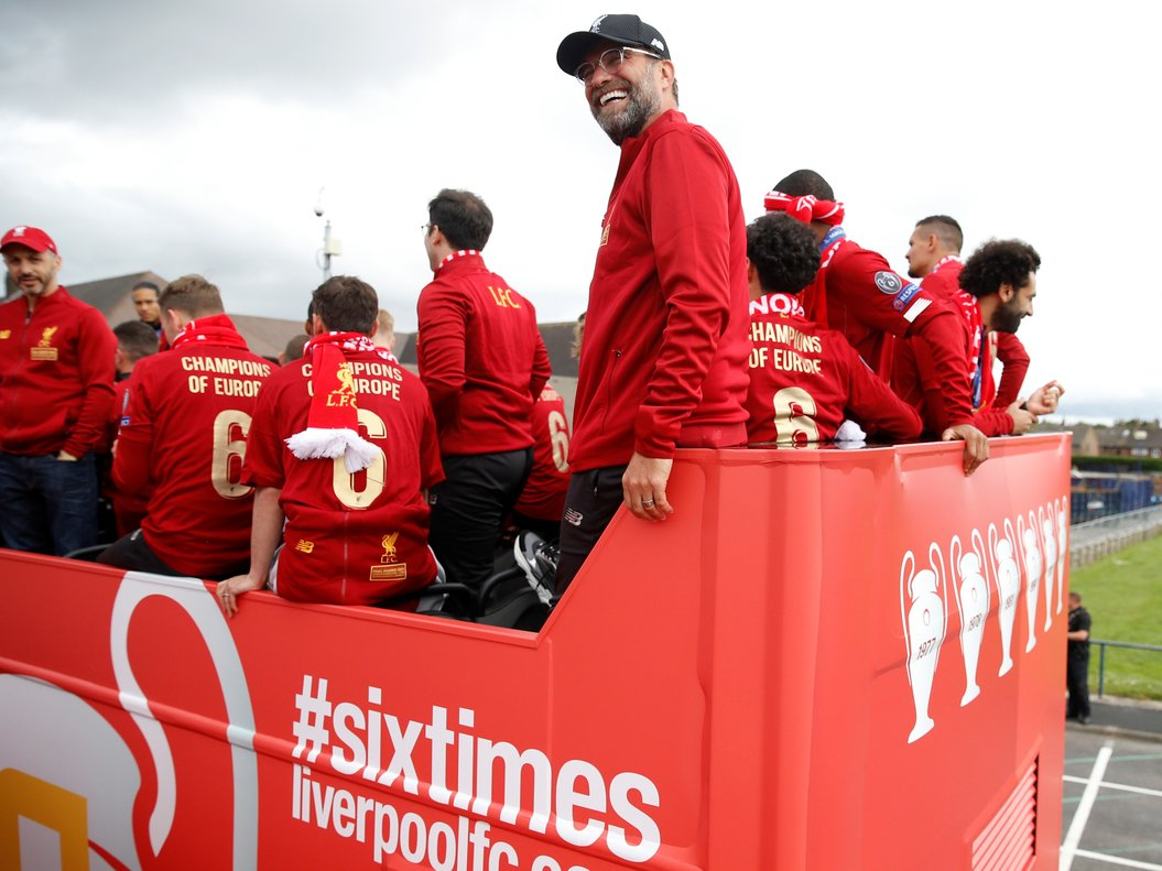 Klopp en el autobús durante la celebración del Liverpool.