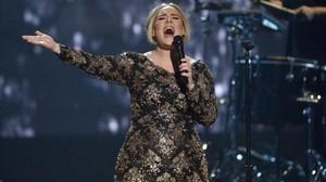 Adele, en una de sus actuaciones de su gira 2015.
