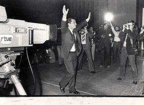Adolfo Suárez celebra su victoria electoral en 1979.