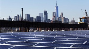 Paneles de energía solar en el barrio neoyorquino de Brooklyn, en Estados Unidos.