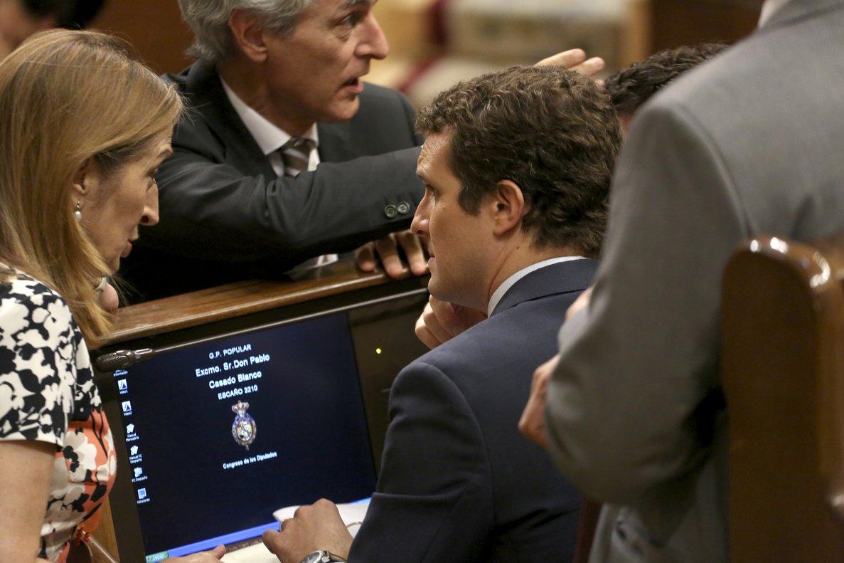 Ana Pastor y Pablo Casado durante la segunda investidura fallida de Sánchez.