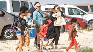 Angelina Jolie, con algunos de sus hijos,en el Festival Internacional de Cometas de Fuerteventura.