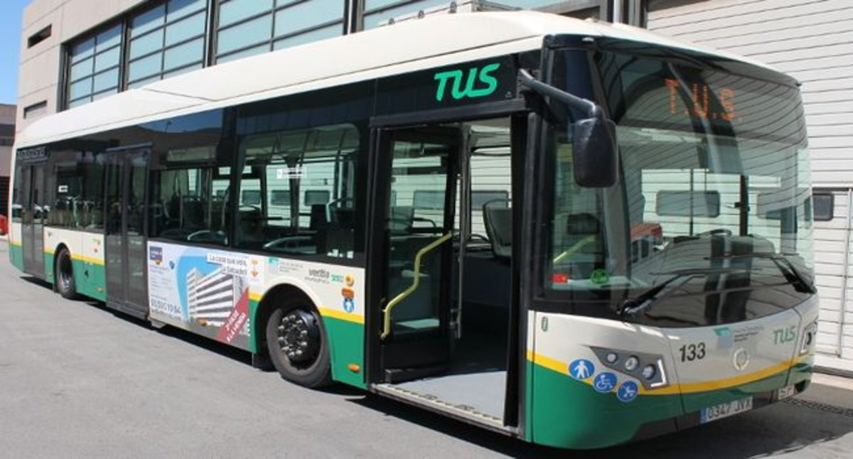 Una targeta permetrà l'acompanyant de persones amb discapacitat accedir gratuïtament al transport públic
