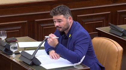 La vicepresidenta de la comisión de financiación irregular del PP llama imbécil a Gabriel Rufián, que antes le había llamado palmera de Álvarez-Cascos.