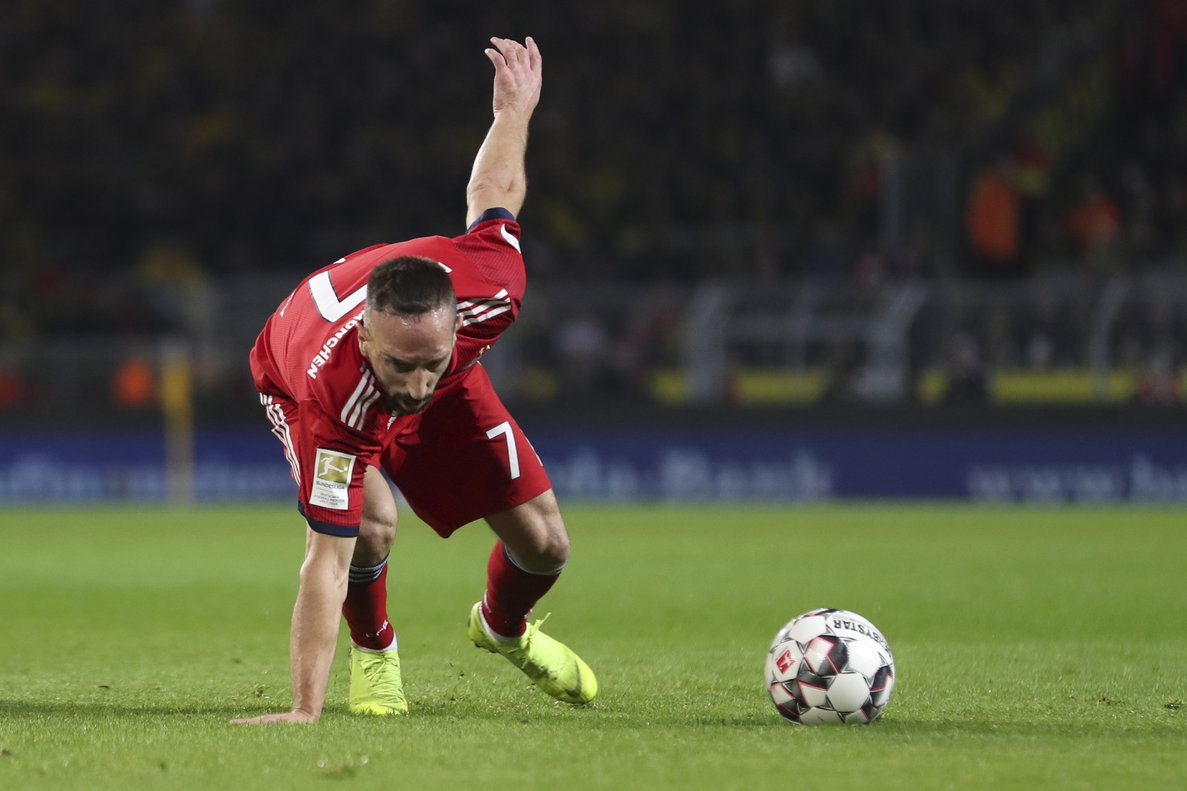 Dortmund (Germany), 10/11/2018.- Bayerns Franck Ribery in action during the German Bundesliga soccer match between Borussia Dortmund and Bayern Munich in Dortmund, Germany, 10 November 2018. (Alemania, Rusia) EFE/EPA/FRIEDEMANN VOGEL CONDITIONS - ATTENTION: The DFL regulations prohibit any use of photographs as image sequences and/or quasi-video.