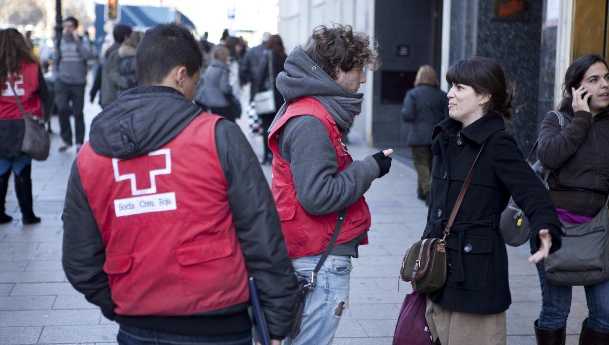 Captadores de socios de una ONG en las calles del centro de Barcelona.