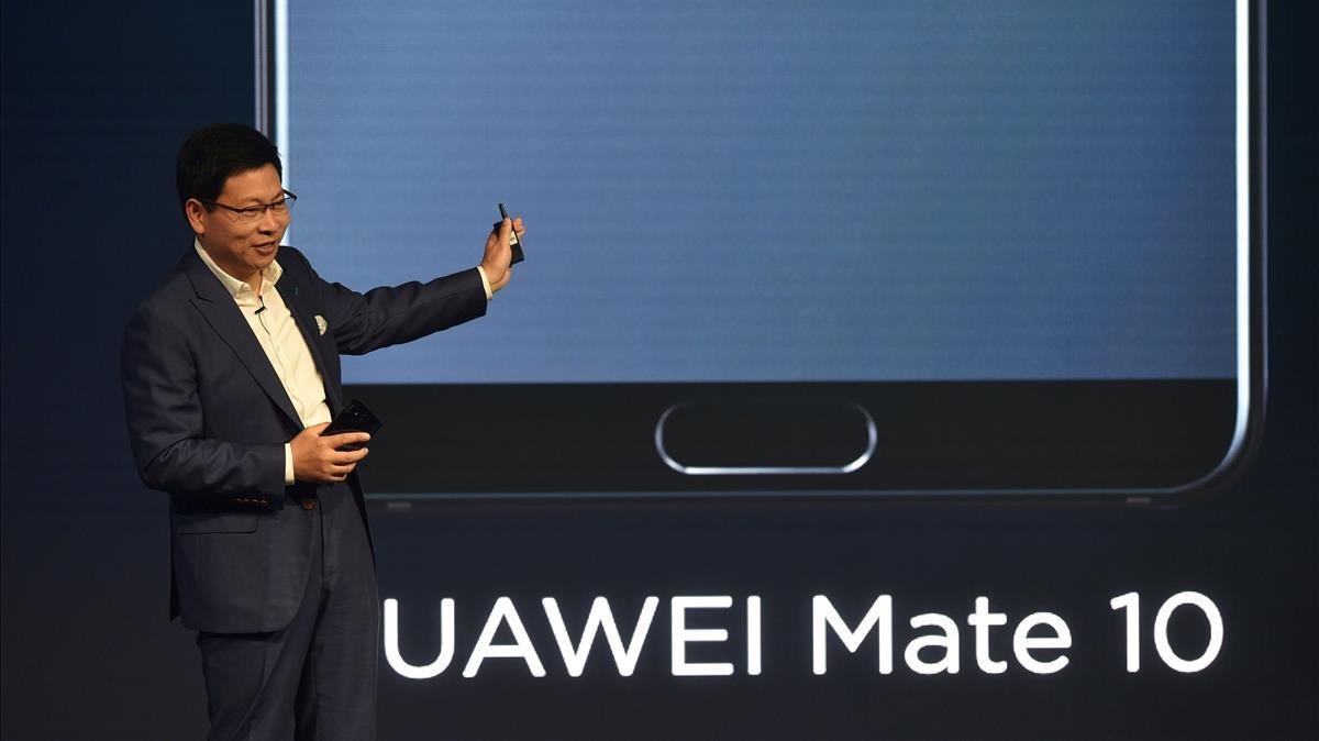 El CEO del Grupo de Consumo de Huawei, Richard Yu, presenta el Mate 10 en Munich, hace unos días.