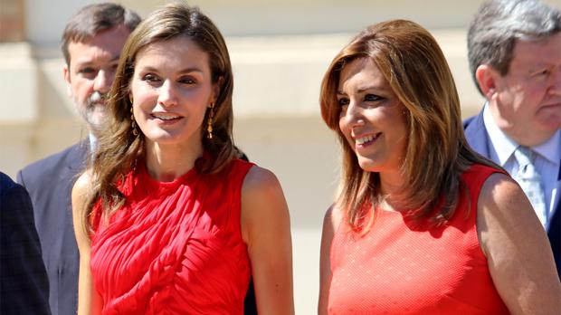 La reina Letizia y la presidenta de la Junta de Andalucía, Susana Díaz, ambas de rojo el pasado 24 de julio.