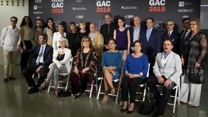 Fotografía de familia de todos los galardonados con los Premis GAC.
