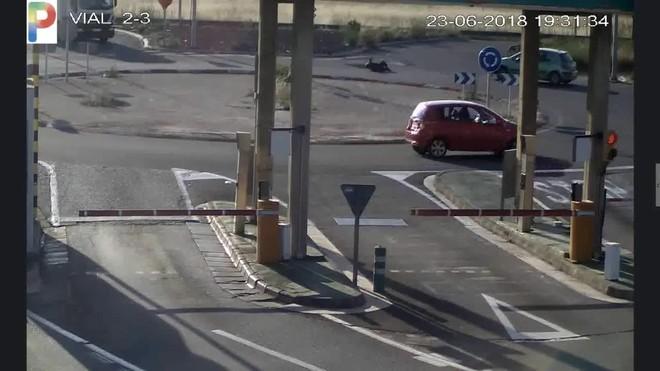 Un conductor atropella a un ciclista y se da a la fuga.