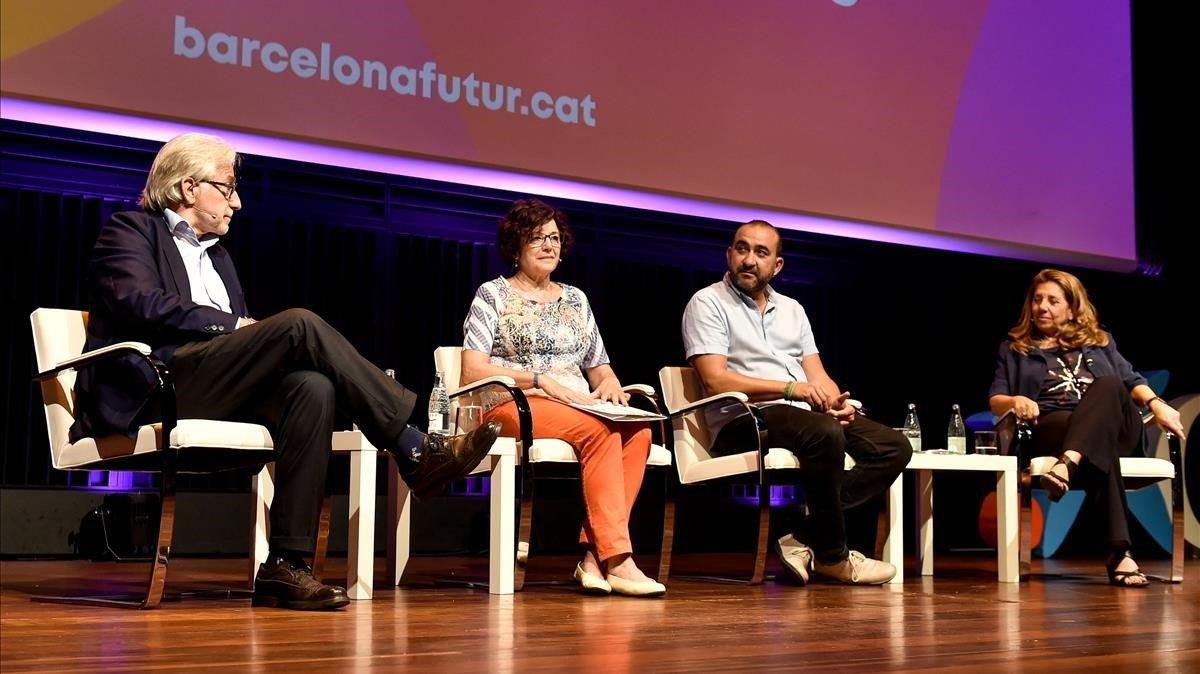 De izquierda a derecha, Sánchez Llibre, Alsina, Pacheco y Passola; cuatro de los participantes en la presentación de Barcelona Futur, esta mañana.