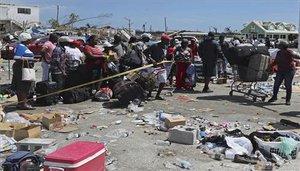 Personas damnificadas en Bahamas por el huracán Dorian.