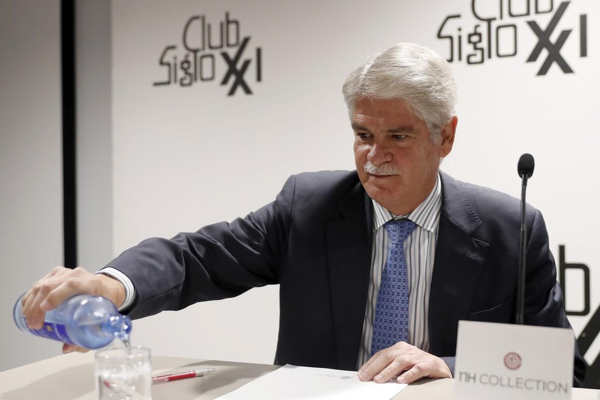 El ministro de AsuntosExteriores Alfonso Dastis participa en un acto del Club Siglo XXI titulado La Europa necesaria hoy en Madrid.