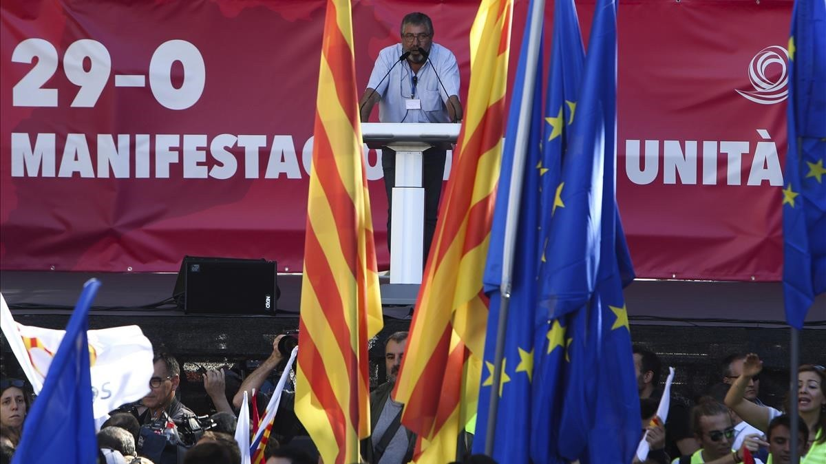El dirigente de Sociedad Civil Catalana,Sixto Cadenas,durante su intervención.
