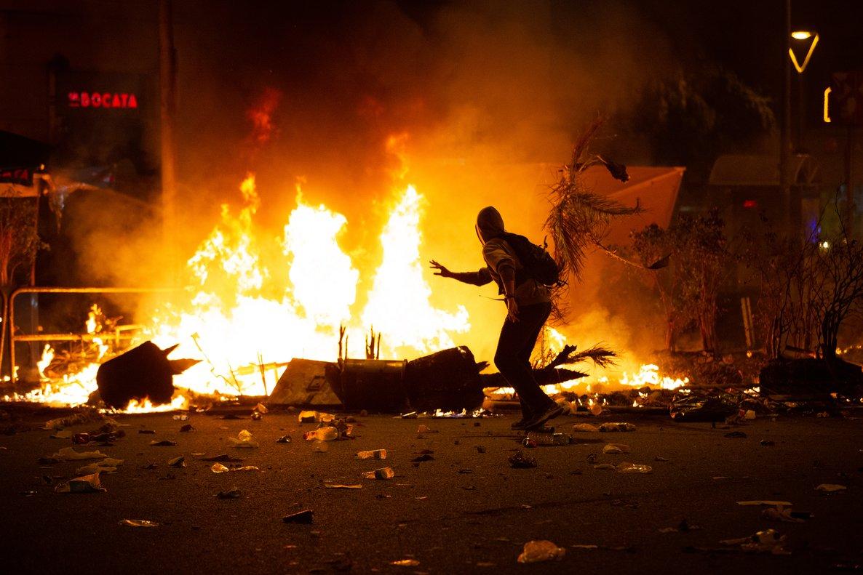 Disturbios en la plaza Urquinaona, el viernes.