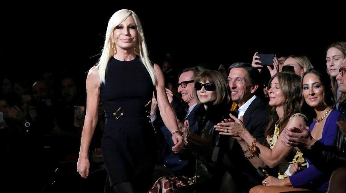 Versace, Givenchy y Coach enfrentan crisis en China por camiseta