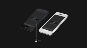 Dos smartphones vinculados por la app Rumuki.