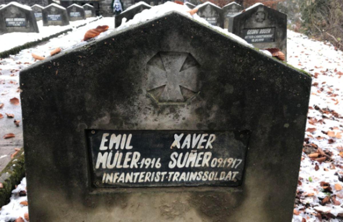 Misterio tras una lápida de la Primera Guerra Mundial: ¿Por qué estos dos soldados fueron enterrados juntos?