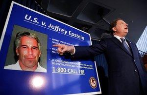 Epstein estaba acusado de crear una red de tráfico sexual de menores hace una década en sus mansiones de Nueva York y Florida.