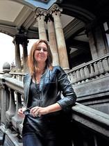 María Dueñas, en el Palacio de Minería, en México.