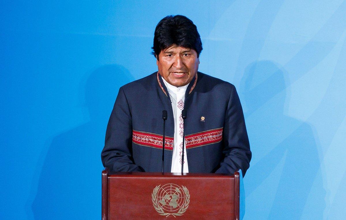 Morales se comprometió a terminar con las plantas termoeléctricas y a mejorar la capacidad eléctrica con energías renovables.