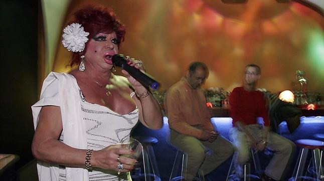 Carmen de Mairena, actuando en el Club 7,en el 2006.