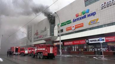 El incendio de un centro comercial en Rusia causa la muerte a decenas de personas