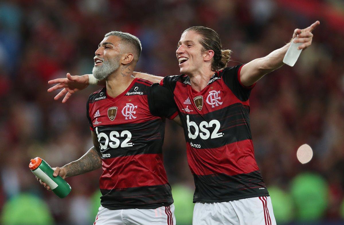 Gabriel Barbosa y Filipe Luis celebran el triunfo del Flamengo.