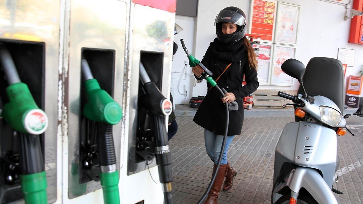 Las gasolineras estrenan hoy el nuevo etiquetado adicional del combustible