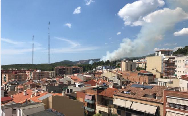 Fuego en la zona de Can Espinós, en Gavà.
