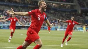 Harry Kane corre eufórico tras marcar el 1-2 de Inglaterra a Túnez.