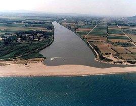 La playa de Mas Pinell, donde ha fallecido ahogado este miércoles un hombre de 80 años.