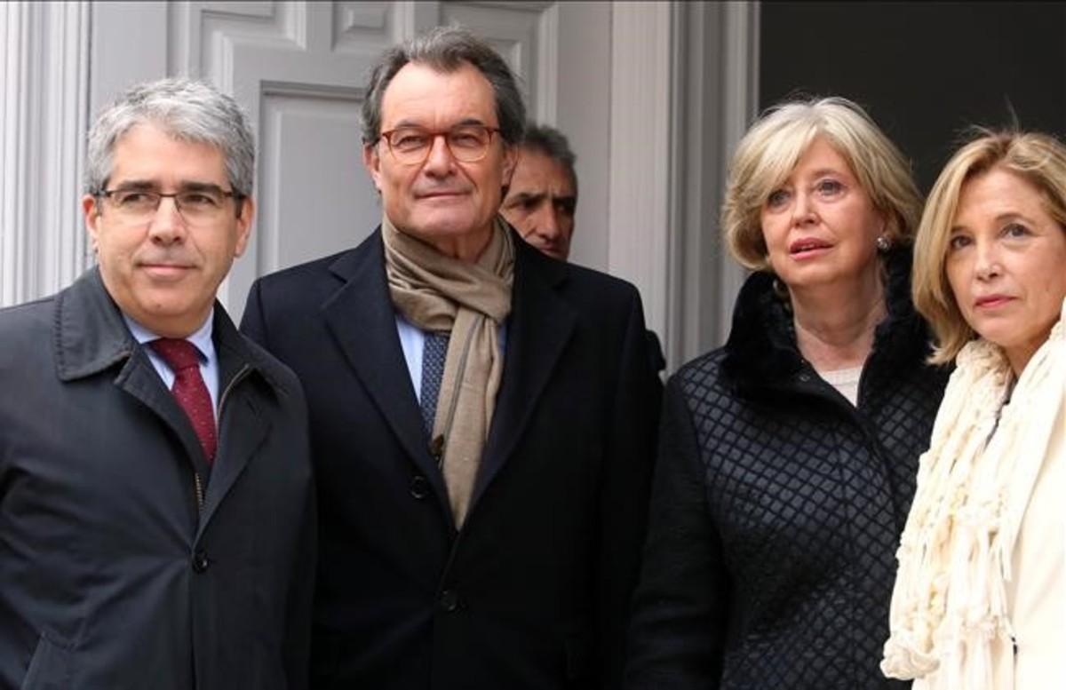 Mas, Ortega y Rigau acompañan a Francesc Homs en el juicio por el 9-N celebrado en Madrid.