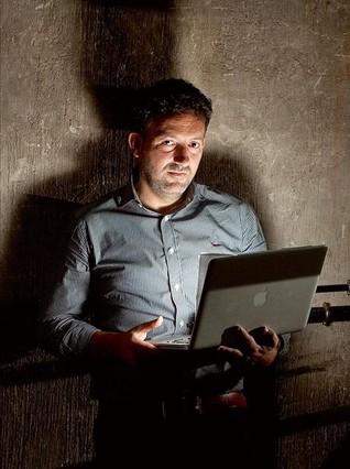 Mikel Santiago, el pròximo rey del 'thriller', trabaja como informático.