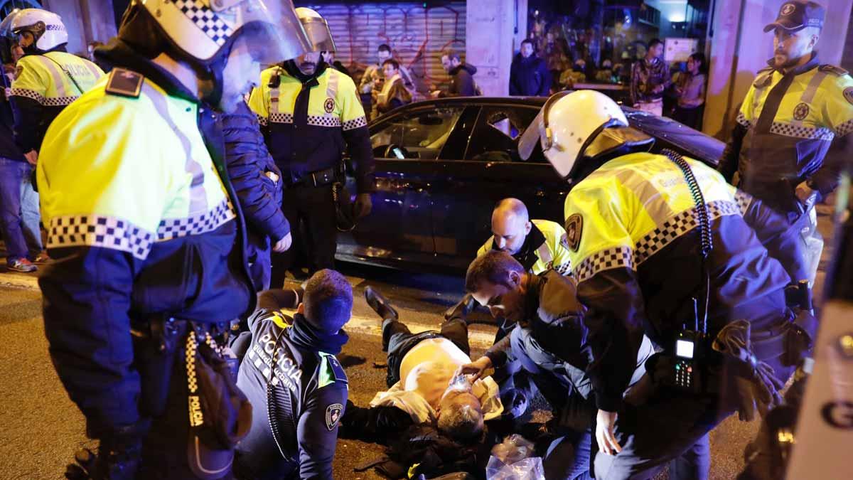 Taxistas atacan vehículos de Uber y Cabify