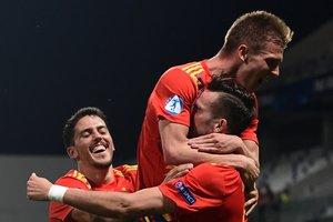 Fornals, Olmo y Fabián celebran gol de la selección española sub-21 en la Eurocopa.
