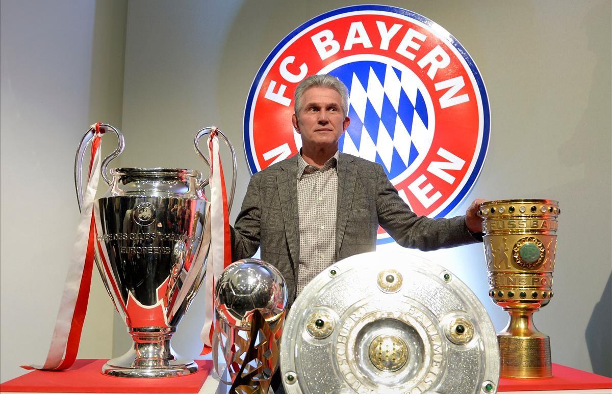Jupp Heynckes posa en el 2013 con los trofeos de la Champions, Bundesliga, Copa y Supercopa.
