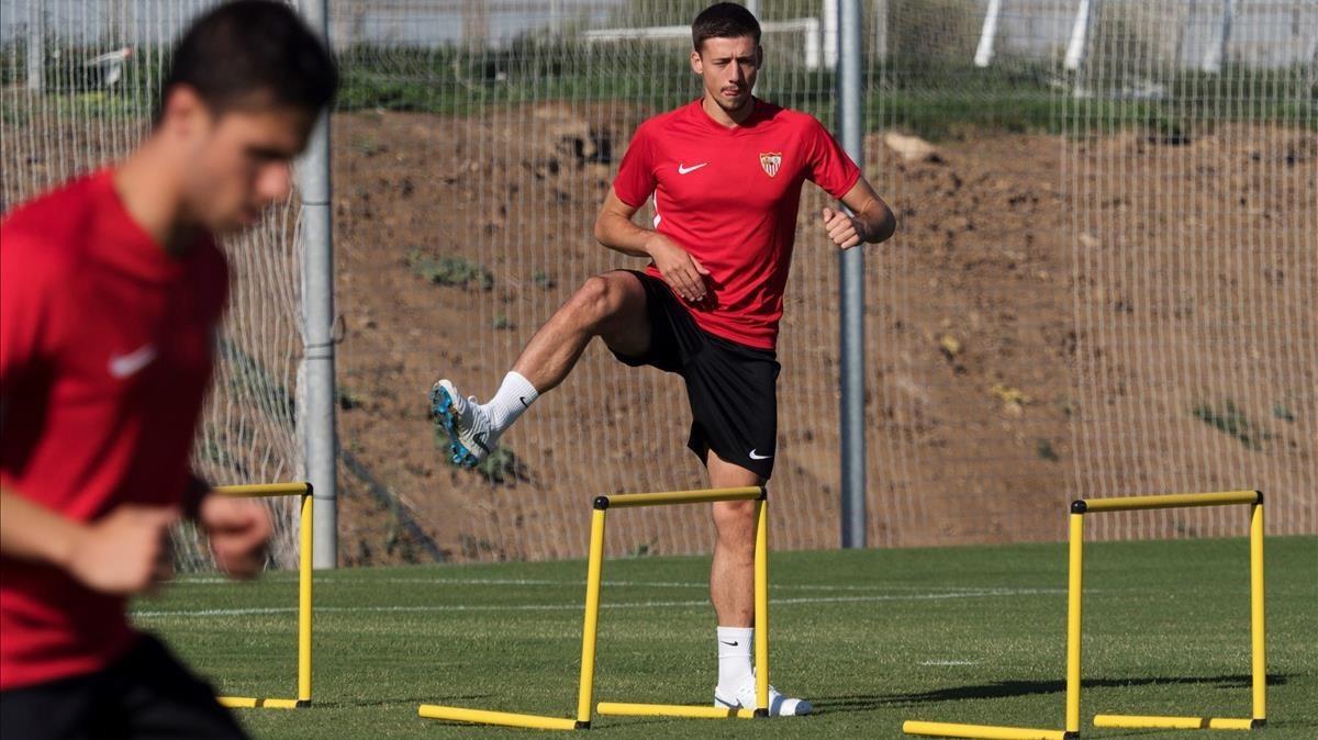 Lenglet, en un entrenamiento del Sevilla en Benidorm.