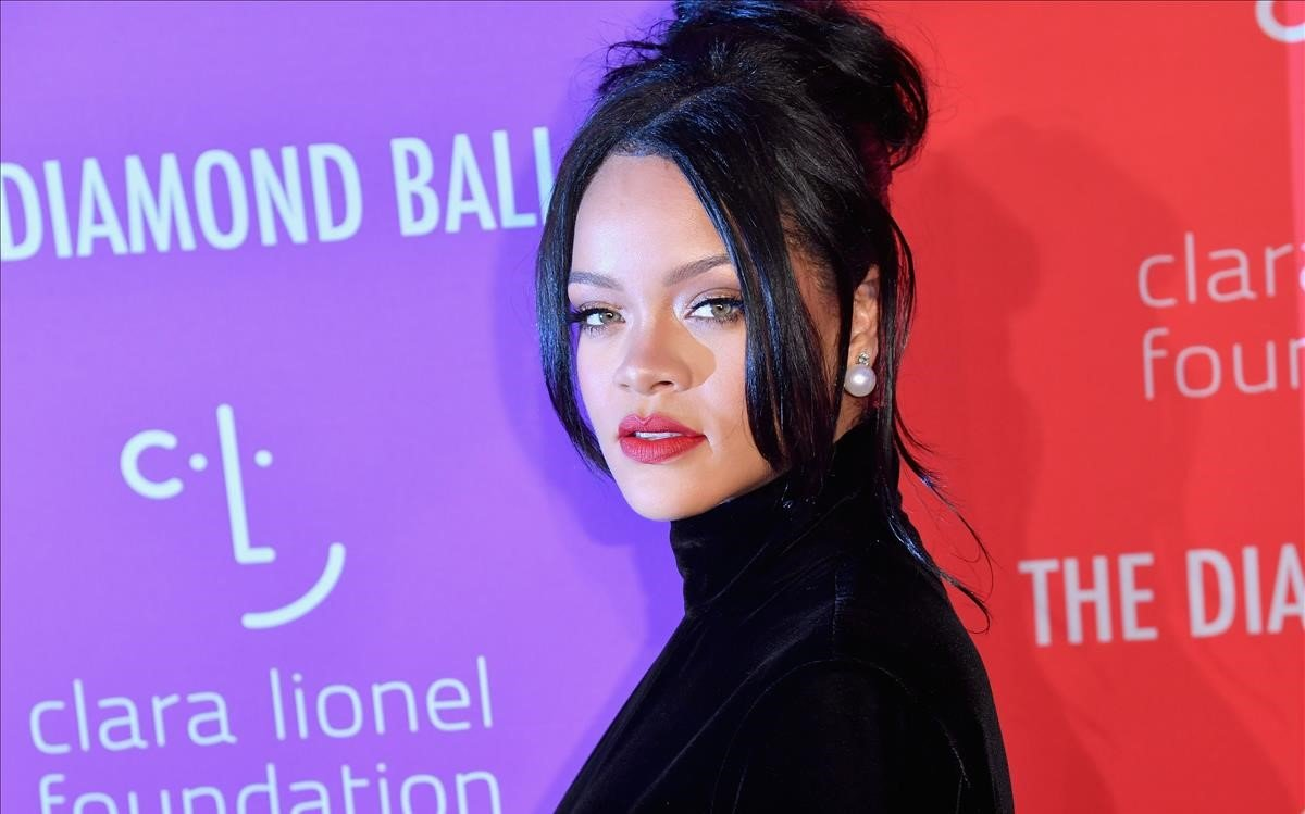 Llevará Rihanna a sus fans por un viaje visual por su vida