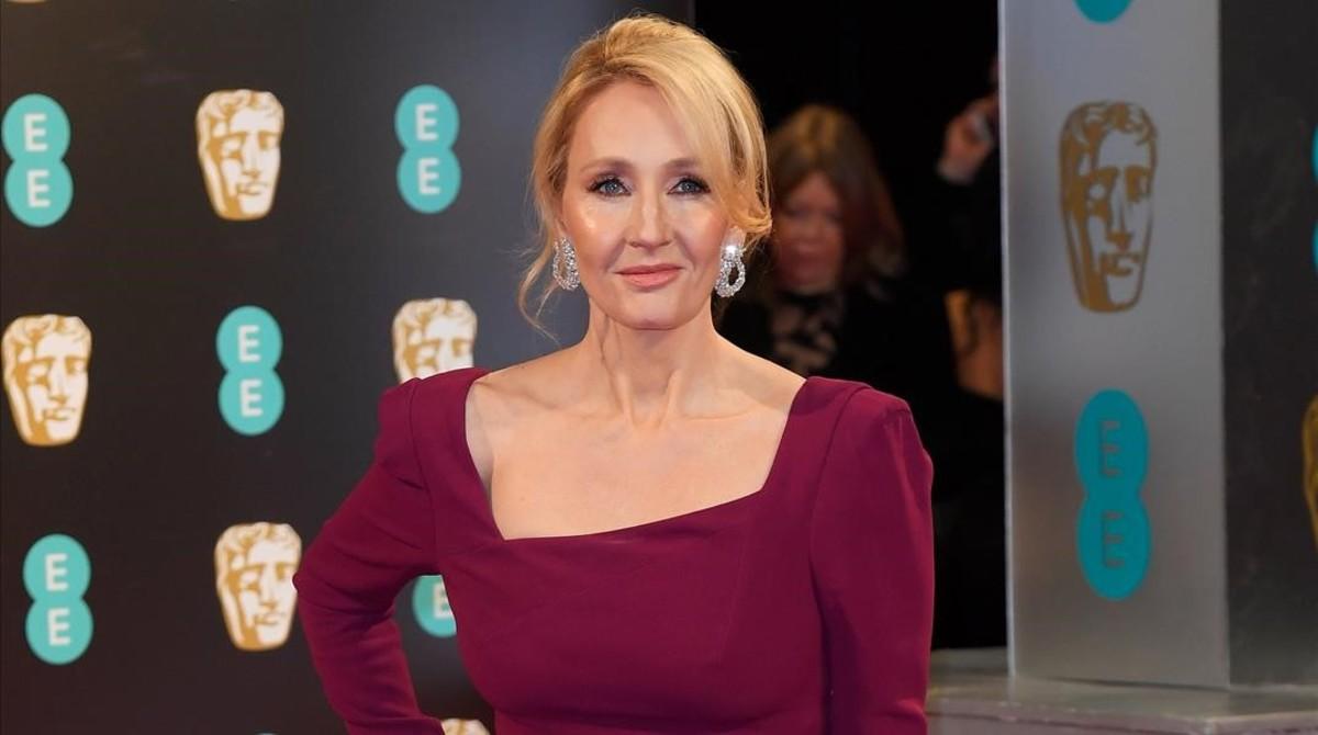 J K Rowling posa en la ceremonia de los Premios Bafta.